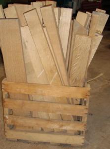 2,5 laufende Meter bzw. 4 1/6 Lagen zwischen 60 cm und 80 cm langer Eichenholzbretter